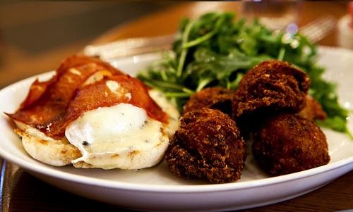 Яйца-пашот с трюфелями