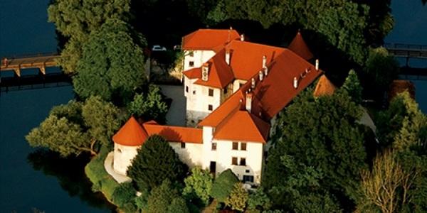 Замок-отель Оточец